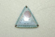 Use Peyote Stitch and Herringbone Stitch to Make a Triangle-Shaped Cabochon Bezel