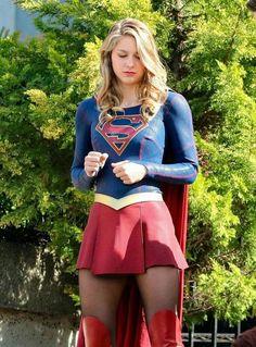 Melissa Benoist as Supergirl Melissa Marie Benoist, Melissa Benoist Hot, Kara Danvers Supergirl, Supergirl Tv, Nelissa Benoist, Super Héroine Marvel, Urbane Mode, Foto Glamour, Melissa Supergirl