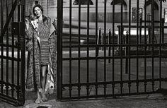 A Chanel e a Gisele Bundchen continuam o seu love affair na Primavera, numa campanha a preto e branco fotografada em Paris. #giselebundchen #chanel #paris #bw #blackandwhite