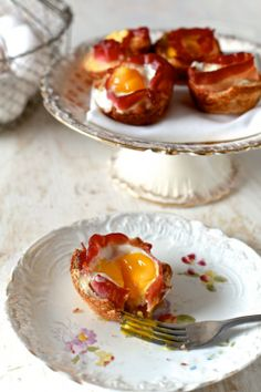 A Two Bite Breakfast: Bacon and Egg Toast Cups Perfect for your New Years Day Breakfast/Brunch menu Tons of Party Ideas @ www.partyz.co !