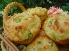 This recipe combines three of the best ingredients on the planet. How could you go wrong by eating this spectacular meal? Let's just say it's easy to make a meal out of it. Cheesy New Mexico Green Chile Bacon Muffins Recipe lb Bacon cooked (c Chili Relleno, Mexican Dishes, Mexican Food Recipes, Mexican Meals, Muffin Recipes, Breakfast Recipes, Snack Recipes, Healthy Recipes, Bacon Muffins