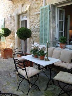 Ares Bucólicos Da Provence         Bom dia pessoas queridas!  Passaram bem o final de semana?  O Estilo Country Provençal, ou Estilo Francê...