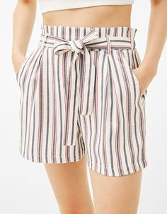 Calções tailoring cinto laço - Shorts - Bershka Portugal Lit Outfits, Tumblr Outfits, Fashion Outfits, Bow Shorts, Cute Shorts, Blouse And Skirt, Skirt Pants, Short En Jean, Short Skirts