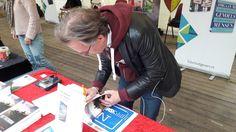 Auteur Wessel de Valk heeft heel wat van zijn nieuwe boek 'Het Patroon' mogen signeren tijdens Elfia dit weekend. #hetpatroon #wesseldevalk #thriller #elfia2017 #elffantasyfair #futurouitgevers