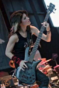 Women of Rock Fille Heavy Metal, Heavy Metal Girl, Guitar Girl, Music Guitar, Female Guitarist, Female Singers, Sick Puppies, Women Of Rock, Women In Music