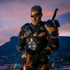 "Actor Joe Manganiello dropped a juicy ""Justice League"" leftover this Thanksgiving weekend — a first-look image of himself as DC Comics villain Deathstroke. Deathstroke Movie, Deathstroke Costume, Deathstroke The Terminator, Deathstroke Batman, Nightwing, Gary Oldman, Manu Bennett, Joe Manganiello Deathstroke, Dc Comics"