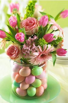 Get ideas for easy Easter decorating, including Easter centerpieces, Easter table settings and decorating tips for simple Easter eggs. Hoppy Easter, Easter Eggs, Easter Bunny, Easter Food, Easter Tree, Easter Wreaths, Easter Table Settings, Easter Parade, Deco Floral
