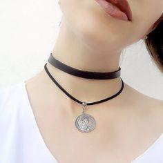 / NEWS / Choker duplo de couro com fio de courinho com moeda, apenas R$ 19,90! #canelaacessorios #bijuteria #biju #online #choker #colar #necklace #coleira