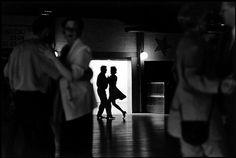 Elliott Erwitt. Finland. A couple dancing.