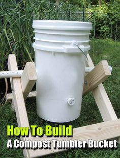 Gardening Composting Homemade compost bin tumbler - A diy compost tumbler turn organic waste such as food, sawdus and yard clipping into finished compos Compost Bin Tumbler, Compost Bucket, Bucket Gardening, Gardening Books, Compost Barrel, Garden Compost, Hydroponic Gardening, Permaculture, Compost