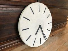 Stylische Uhr aus Beton | gemacht mit DIY-Beton Extreme Beton Diy, Clock, Wall, Home Decor, Do It Yourself Ideas, Play Dough, Creative, Watch, Decoration Home