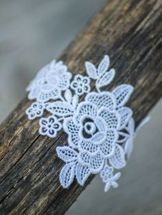 Flower white lace and silver chain bracelet Crochet Earrings, Creations, Boutique, Bracelets, Etsy, Jewelry, Ribbons, Accessories, Lace Flowers