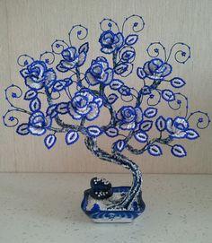 Pin by Martina Ostra on Korálky Seed Bead Flowers, French Beaded Flowers, Wire Flowers, Seed Beads, Beaded Flowers Patterns, Beading Patterns, Jewelry Tree, Old Jewelry, Ikebana