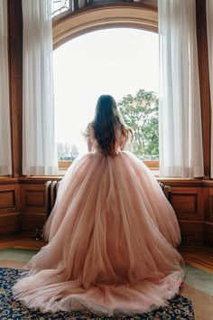 A Castle Wedding in British Columbia - Wedding Veils & Bowties Puffy Dresses, Big Dresses, Royal Dresses, Pink Gowns, Pretty Dresses, Fancy Gowns, Poofy Wedding Dress, Wedding Veils, Fairytale Dress