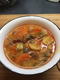 Bakonyi betyárleves Soup Recipes, Cooking Recipes, Hungarian Recipes, Food 52, Chowder, Thai Red Curry, Healthy Living, Food Porn, Paleo