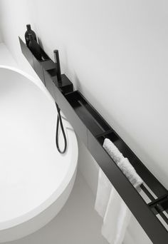 agape_Sen_vasca_lat  nice concept to organize your fittings and accessories.