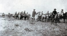 Boers with a Maxim machine gun on a carriage during the Boer War Native American History, Native American Indians, Native Americans, Aboriginal Man, Blackfoot Indian, British Army Uniform, World Conflicts, Great Lakes Region, Indigenous Art
