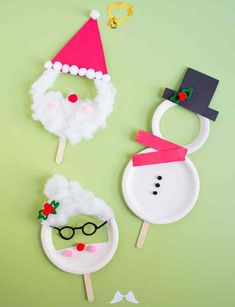 Kids Week: Paper Plate Christmas Masks - Design Improvised  <br> These paper plate Christmas masks are easy to make with pom-poms, cardstock and pipe cleaners. Make a snowman, Santa, and Mrs. Claus! Kids Crafts, Christmas Crafts For Kids, Kids Christmas, Holiday Crafts, Diy And Crafts, Craft Kids, Christmas Design, Santa Crafts, Plaid Christmas