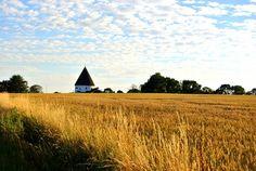 Pilgrimsrejse til Bornholm | 5. - 12. juli 2014 | Oplev et helt andet Bornholm med Bodil Egeberg... besøg særlige steder med energimæssig betydning, såsom rundkirker, helleristninger, stencirkel, søer og steder med en særligt helende karakter. #Munonne