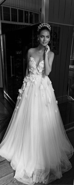 elihav sasson spring 2018 bridal sleeveless illusion jewel sweetheart embellished ruched bodice tulle ball gown wedding dress (vj fv sweep train romantic princess — Elihav Sasson 2018 Wedding Dresses Source by meganhobbick Wedding 2017, Wedding Gowns, Dream Wedding, Perfect Wedding, Wedding Ceremony, Ivory Wedding, Tulle Wedding, Flowery Wedding Dress, Unusual Wedding Dresses