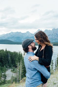 Canoe Engagement Session in Canada | GingerSnap Photography | Kananaskis Country in Alberta