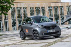 smartcar-jbl-designboom-02 Benz Smart, Smart Car, Smart Fortwo, Daimler Ag, Automotive News, Car Wrap, Concert Hall, Bugatti, Mercedes Benz