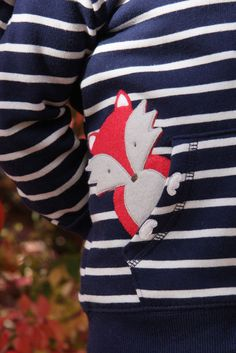 Just like a fox, this tutorial is quick and clever and would make a lovely gift for a handmade holiday!
