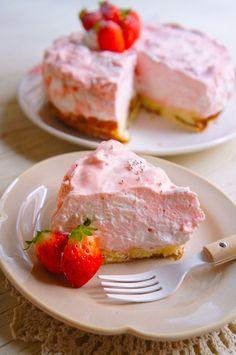 簡単[型がなくても出来る!]ひな祭りに♪ふわっふわ〜とろける苺のレアチーズ