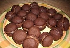 Kávékrémmel töltött kakaós keksz Small Cake, Crunches, Pavlova, Tiramisu, Sausage, Biscuits, Muffins, Food And Drink, Tasty
