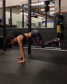 "17.8k Likes, 339 Comments - Alexia Clark (@alexia_clark) on Instagram: ""TRX 1. 60seconds 2. 30seconds each way 3. 15 Reps 4. 12 Reps each on each side 3-5 rounds…"""