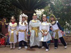 Jugar y colorear: Disfraz de Tutankamón y reina egipcia con bolsa de basura