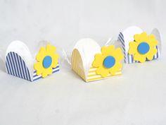 Forminhas decoradas em eva, para festas infantis. Podem ser encomendadas em outras cores. O preço refere-se a cada forminha. Pedido mínimo: 50 peças R$1,10