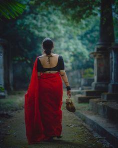 Indian Photoshoot, Saree Photoshoot, Desi Girl Selfie, Saree Poses, Beautiful Indian Actress, Beautiful Saree, Wedding Couple Poses Photography, Cute Beauty, Sexy Jeans