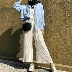 Hijab Fashion 853432198122953469 - Trendy Fashion Hijab Casual Beautiful Ideas Source by csimptica Hijab Fashion Summer, Modern Hijab Fashion, Street Hijab Fashion, Hijab Fashion Inspiration, Muslim Fashion, Trendy Fashion, Fashion Ideas, Dubai Fashion, Fashion Quotes