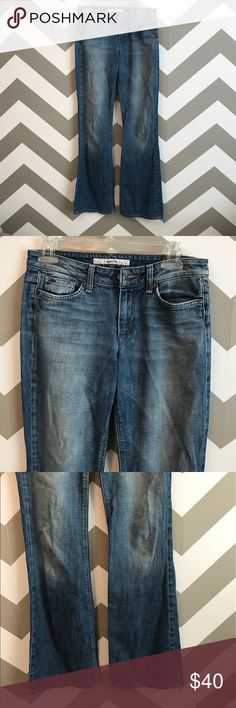 "Joe's Jeans Muse Excellent used condition. No rips, stains, or tears.   Measurements are approximate and of the item laying flat. Waist 14.5"" Inseam 32.5"" Rise 9""  Open to all reasonable offers! Joe's Jeans Jeans Flare & Wide Leg"