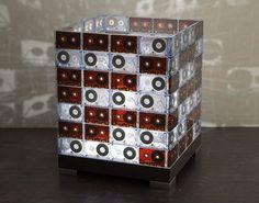 Lámparas hechas con cassettes, esto sí es reciclaje