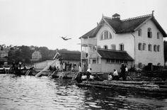 Svalestup fra badehuset i Grimstad på begynnelsen av Bildet er tatt… Kristiansand, Summer Memories, Vintage Photography, Norway, Vest, Traditional, Vintage Photos