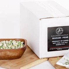 This popular Japanese snack food is made from marrowfat peas (dried, mature green peas) enrobed in a hot, spicy coating. Dutch Recipes, Swedish Recipes, Gourmet Recipes, Snack Recipes, Gourmet Gift Baskets, Gourmet Gifts, Maytag Blue Cheese, Wasabi Peas, Kitchens