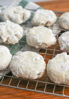 Pecan Shortbread Cookies – Summer parties mean many long lists of to-dos, but this recipe is thankfully short. Just five ingredients come together in these classic shortbread cookies! Holiday Cookie Recipes, Easy Cookie Recipes, Cookie Desserts, Holiday Desserts, Sweet Recipes, Dessert Recipes, Tea Cakes, Biscotti, Macarons