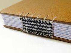caderneta quadriculada, encadernação artesanal tricô. -don't know what the words mean, but it's simply amazing!
