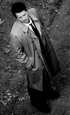 Castiel - Only Misha Collins can make a trenchcoat look this hot!          EA999