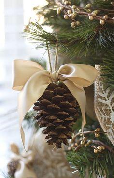 Beautiful Christmas Home Decoration Homemade Christmas Decorations, Christmas Tree Themes, Homemade Christmas Gifts, Diy Christmas Ornaments, Handmade Ornaments, Christmas Christmas, Pinecone Ornaments, Christmas Ideas, Christmas Presents