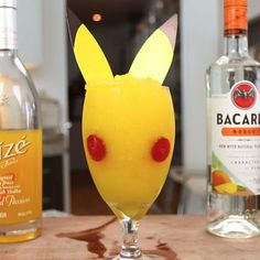 The best thing to drink when you go out Pokemon hunting! The Pokemon Go Pikachu Cocktail! This amazing drink is made with Rum, Mango, Alize Gold Passion! Mango Cocktail, Mango Rum, Cocktail Drinks, Champagne Cocktail, Cocktail Recipes, Pokemon Go, Pikachu, Summer Drinks, Fun Drinks