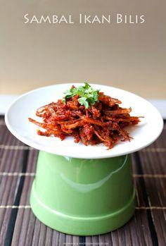 In Cookie Haven: Sambal Ikan Bilis (Chilli Dried Anchovies) Malaysian Cuisine, Malaysian Food, Malaysian Recipes, Fish Recipes, Asian Recipes, Ethnic Recipes, Heritage Recipe, Malay Food, Nasi Lemak