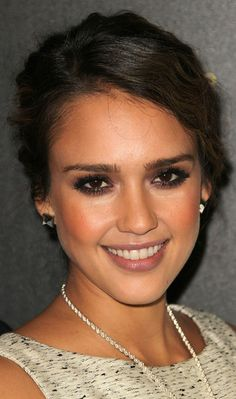 #jessicaalba #makeup #eyeshadow #celebrity