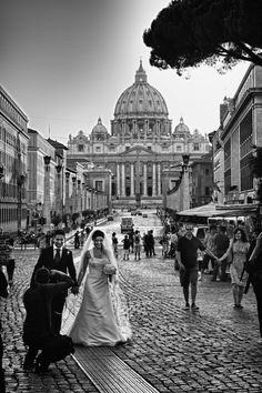 Wouldn't that be a nice backdrop for your wedding photo... St. Peter's Basilica in Rome, Italy!