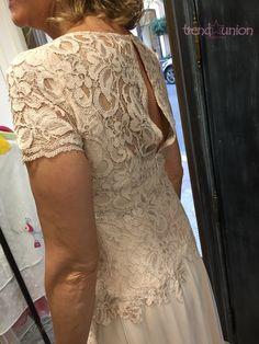 TrendUnion by Agora' Haute couture: Abito da sposa sartoriale in pizzo, seta e tulle rosa cipria per una giornata speciale!  #madeinitaly #trendunion #fashion #handmade #atelier #hautecouture #altamoda #weddingdresses #abitidasposa #bariviarobertodabari123 #baritalia #pugliaevents #sartorial #cool #trendy #glamour #outfit #springsummer2016 #primaveraestate2016