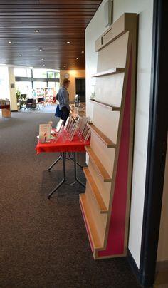 Présentoir en carton pour sélection médiathèque SG Mobilier Carton - Angers Dvd Rack, Do It Yourself Projects, Stairs, Design Inspiration, Storage, Furniture, Shop, Home Decor, Diagon Alley