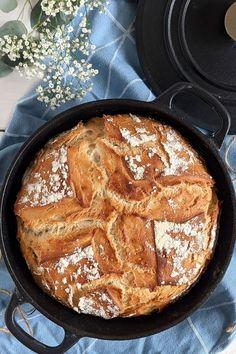 Johurtbrot Rezept: Topfbrot Rezepte haben den Vorteil, dass sie einfach und schnell gemacht sind. Wer knusprige Brot Rezepte sucht, sollte dieses Topf Brot Rezept unbedingt ausprobieren. French Toast, Dessert, Breakfast, Food, Kuchen, Baked Goods, Meal, Morning Coffee, Deserts