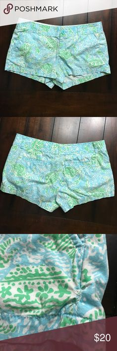 """LILLY -Pulitzer-Women-SZ 8-Walsh Shorts Get Cracki -Lilly-Pulitzer-Women-SZ 8-Walsh Shorts Get Cracking-Crab-Blue-Green-3"""" Inseam-Some things in life are better shorter: acceptance speeches, lines at Starbucks, red lights. And printed shorts! With a 3"""" inseam, this shortie-short will make those legs look like they go on for DAYS. Add a pop of print to these spring shorts and you're out the door. Garment Washed, Zip Fly Short With Center Front Button Closure, Slant Front Pockets And Back Welt…"""